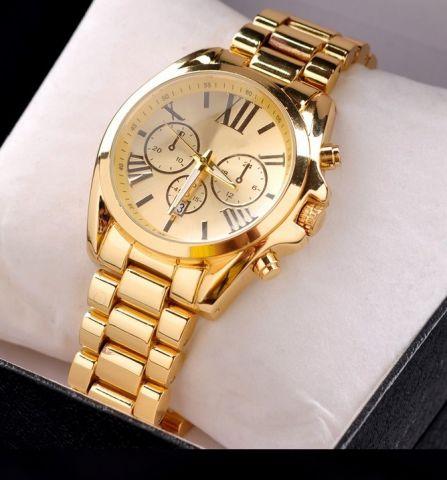 7bfc3ad813 Krásné dámské zlaté hodinky. Tyto luxusní hodinky byly inspirovány  hodinkami renomovaných designérů